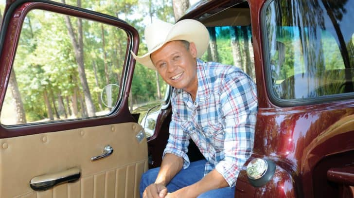 Neal McCoy Joined By Fellow Country Stars For Daily Recitation Of Pledge Of Allegiance | Country Music Nation