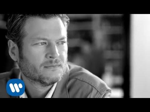Gwen Stefani 'Begging' Blake Shelton | Country Music Nation