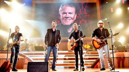 4 Country Greats Pay Tribute To The Legendary Glen Campbell During ACM Honors