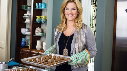 """Trisha's Favorite Guest Star Returns To Her Cooking Show, """"Shhh don't tell Garth"""""""