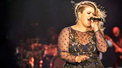 Kelly Clarkson Delivers Knock-Out Halloween Surprise