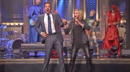 Jimmy Fallon and Olivia Newton-John Spontaneously Recreate 'You're The One That I Want'