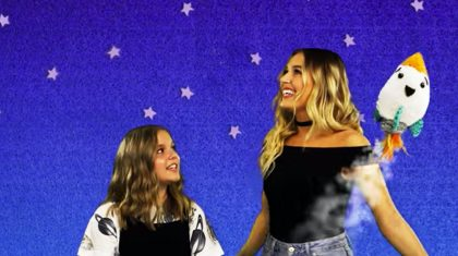 "Lennon & Maisy Charm ""Sesame Street"" In An Adorable Duet With A Loveable Star"