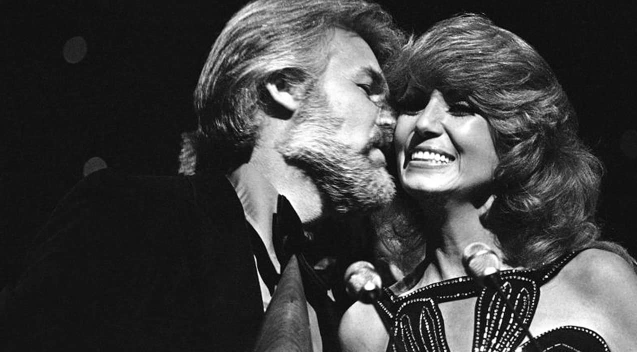 Kenny Rogers & Dottie West Give Passionate Performance Of ...