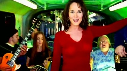 "Chely Wright's ""Single White Female"" Video Has The '90s Written All Over It"