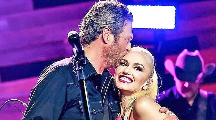 Blake Shelton & Gwen Stefani Share Sweet Thanksgiving Kiss In Adorable Snapshot | Country Music Nation
