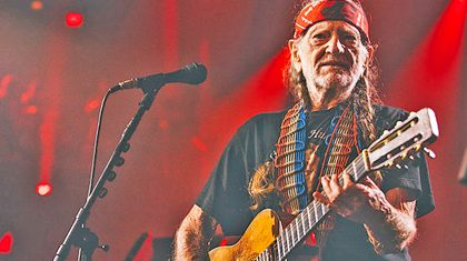 Willie Nelson Makes Powerful Concert Comeback Since Unknown Illness