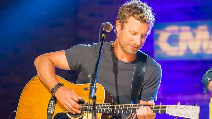 Dierks Bentley Is Joined By Surprise Guest During Tribute To Country Music Legends