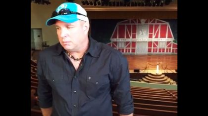 """Garth Brooks Confesses He """"Doesn't Fit In"""" Anymore"""