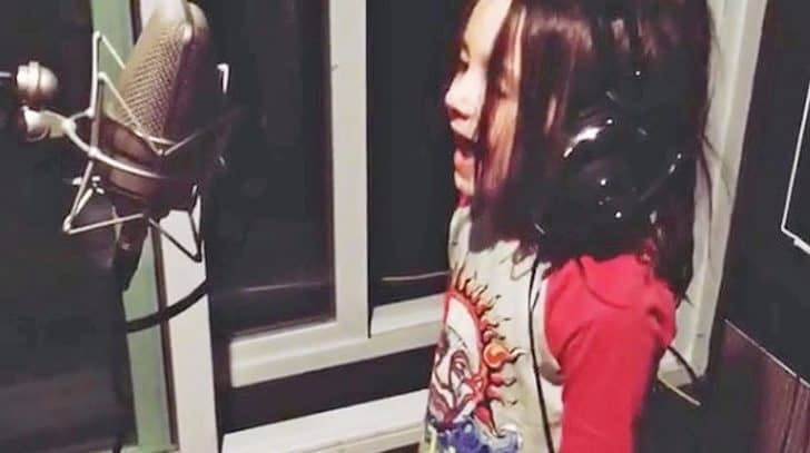Country Star's Adorable 4-Year-Old Daughter Debuts Lovely Singing Skills | Country Music Nation