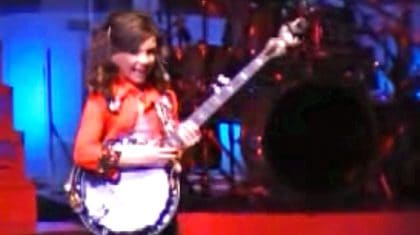11-Year-Old Girl Will Knock Your Socks Off With Impressive 'Dueling Banjos' & 'Coal Miner's Daughter' Mashup