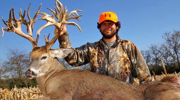 World's Largest Deer Shot In Tennessee | Country Music Nation