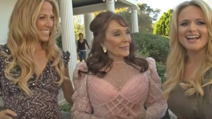 Country Starlets Join Loretta Lynn For Performance Of 'Coal Miner's Daughter'