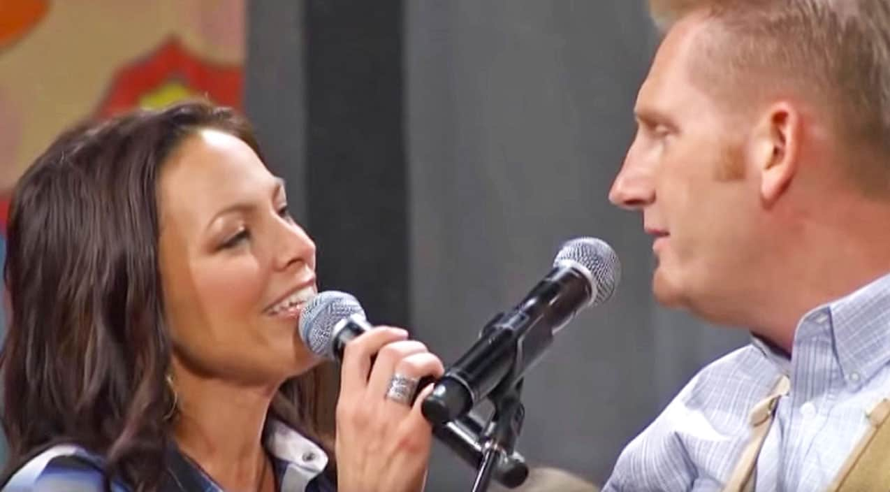 Joey + Rory Radiate Happiness While Singing Beloved Hymn \'Leave It ...