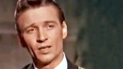 Watch A Fresh-Faced Waylon Jennings Brilliantly Sing One Of His Earliest Hits