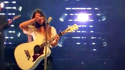 Maren Morris Breaks Down In Tears Mid-Song