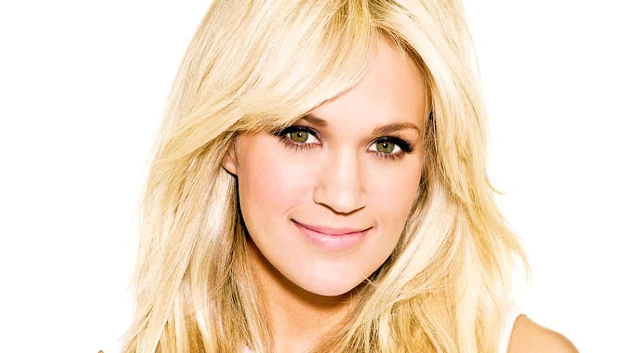 Carrie Underwood Nude Photos 31