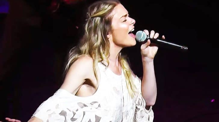 LeAnn Rimes Powers Through Show-Stopping Cover Of 'Me And Bobby McGee' | Country Music Nation