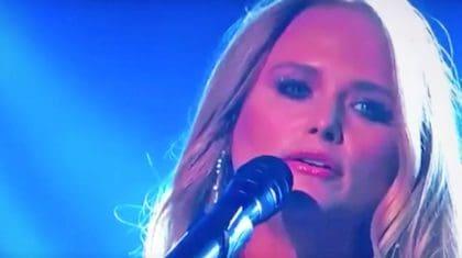 "Miranda Lambert Delivers Emotional Performance Of ""Tin Man"" At ACM Awards"