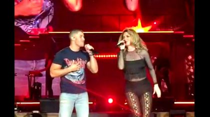 Audience Loses It When Shania Twain Brings Out Surprise Guest For Duet