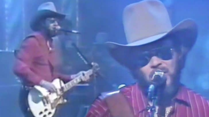 """Fans Go Wild For Hank Williams Jr's Countrified Version Of Jazz Standard """"Ain't Misbehavin'"""" 