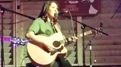 Garth Brooks' Daughter Stuns With Live Performance Of 'Don't Close Your Eyes'