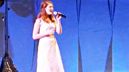 """Talented Teen Stuns With Pitch-Perfect """"Coal Miner's Daughter"""" Performance"""