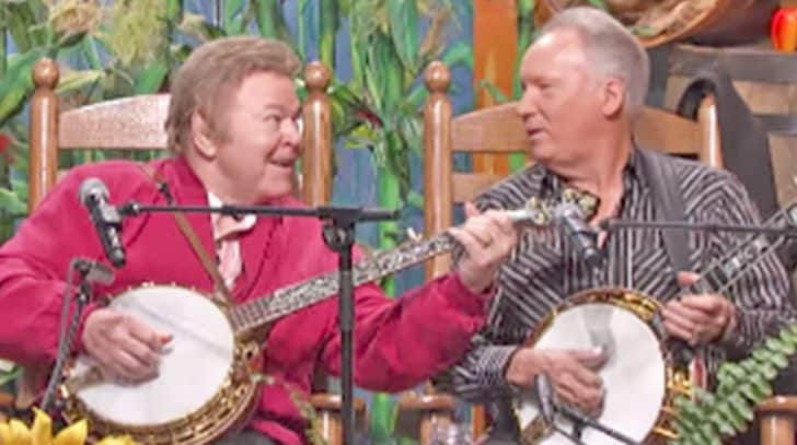 Decades Later, Roy Clark & Buck Trent Reunite For 'Dueling Banjos' Performance | Country Music Nation