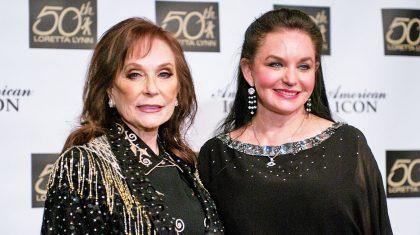 Crystal Gayle Shares Update On Loretta Lynn's Health