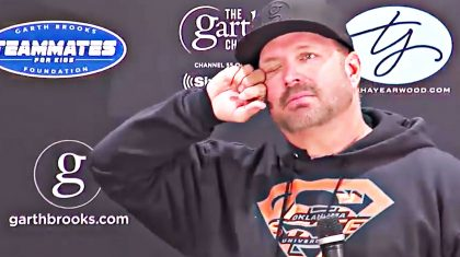 Garth Brooks Breaks Down In Tears Talking About Ending His Tour