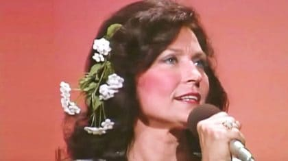 Loretta Lynn Is The Picture Of Perfection In Old-School Performance Of 'Coal Miner's Daughter'
