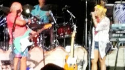Miranda Lambert Crashes Jimmy Buffett Concert For Surprise 'Margaritaville' Performance