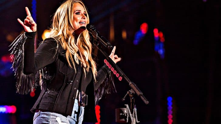 """Miranda Lambert Paves Road To Happiness With Upbeat """"Highway Vagabond"""" 