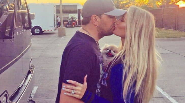 Jason Aldean And His Wife Rock Adorable Matching Outfits | Country Music Nation