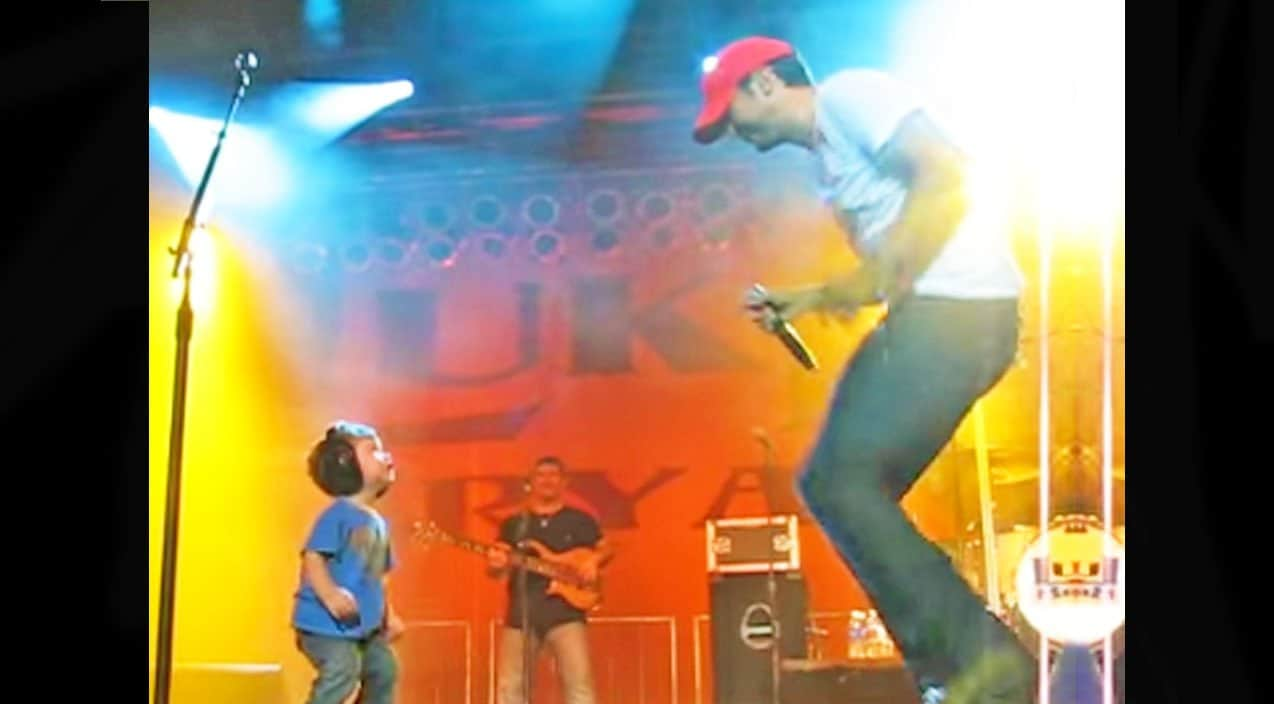 Throwback Luke Bryan Brings 19-Month-Old Son On Stage In -3389