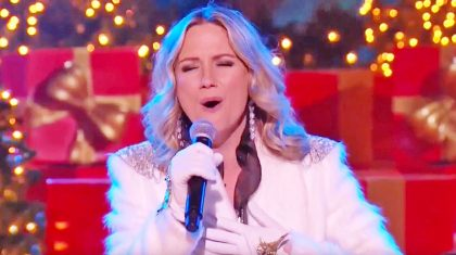 Jennifer Nettles Is Beyond Delightful In Performance Of Beloved Christmas Song