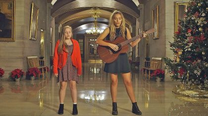 'Nashville' Stars Lennon & Maisy Perform Haunting Rendition Of 'Silent Night'