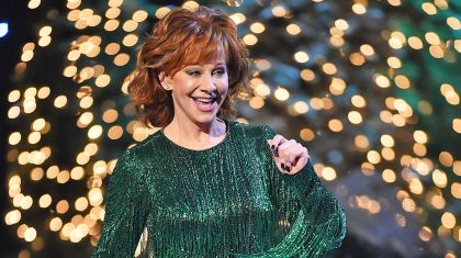 Reba Closes Out CMA Country Christmas With 'Holly Jolly' Performance With Surprise Special Guest