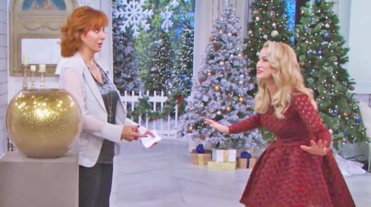 This Video Of Reba & Kellie Pickler Playing Christmas Charades Is Guaranteed To Leave You Grinning | Country Music Nation