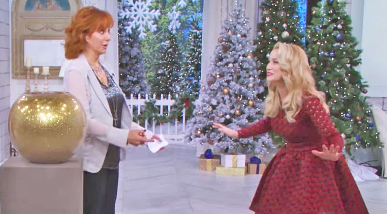 This Video Of Reba & Kellie Pickler Playing Christmas Charades Is ...