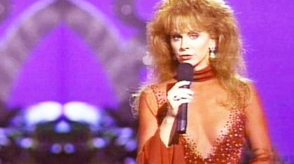 Reba McEntire & Linda Davis Deliver Sensual Duet Of 'Does He Love You'