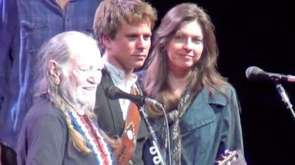 Willie Nelson, With His Son & Daughter Sing An Outstanding Rendition Of Two Classic Gospel Songs