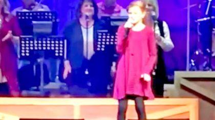 Ventriloquist Darci Lynne Farmer Farmer Drops Jaws Singing 'Blue Moon Of Kentucky'