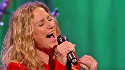 Jennifer Nettles Aims For The Stars With Magnificent Rendition Of 'O Holy Night'